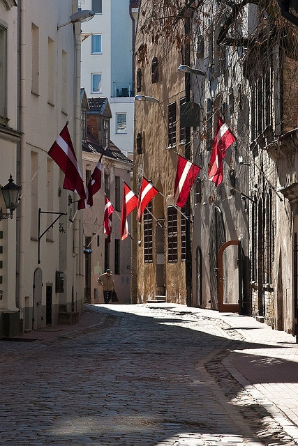 Riga_bandiere lettoni