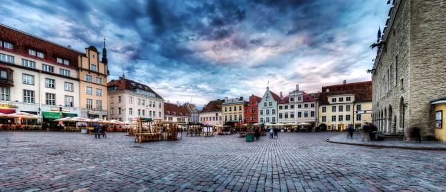 Tallinn piazza del municipio